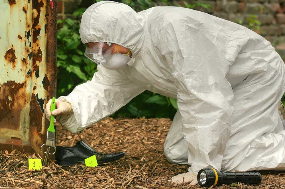 What Does A Forensic Science Technician Do And How To Become One