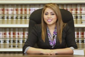 how to become a paralegal or legal assistant