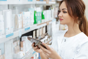 how to become a pharmacy aide