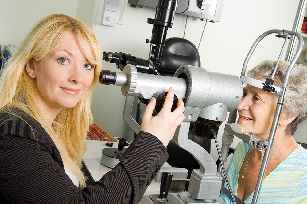 What Does An Ophthalmic Medical Technician Do And How To Become One