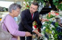 how to become a funeral service manager